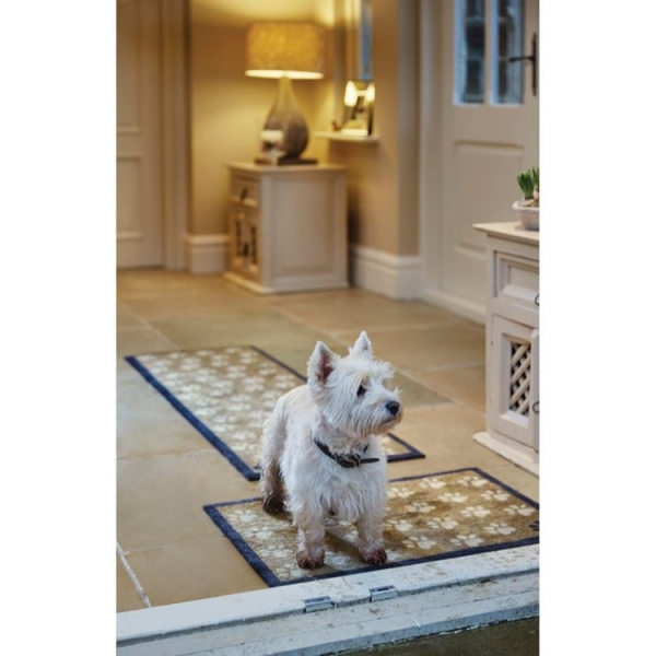 """Howler & Scratch Pet Mat """"Small Paws"""" Brown LIFESTYLE"""