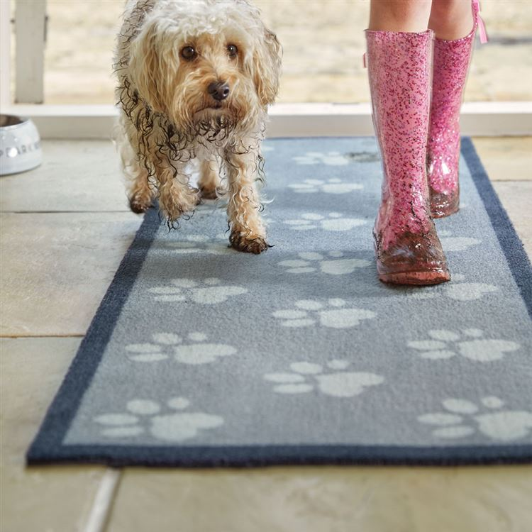 "Howler and Scratch Pet Mat ""Big Paw 1"" Grey LIFESTYLE"